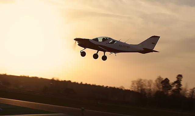Пилотирование самолета в подарок москва